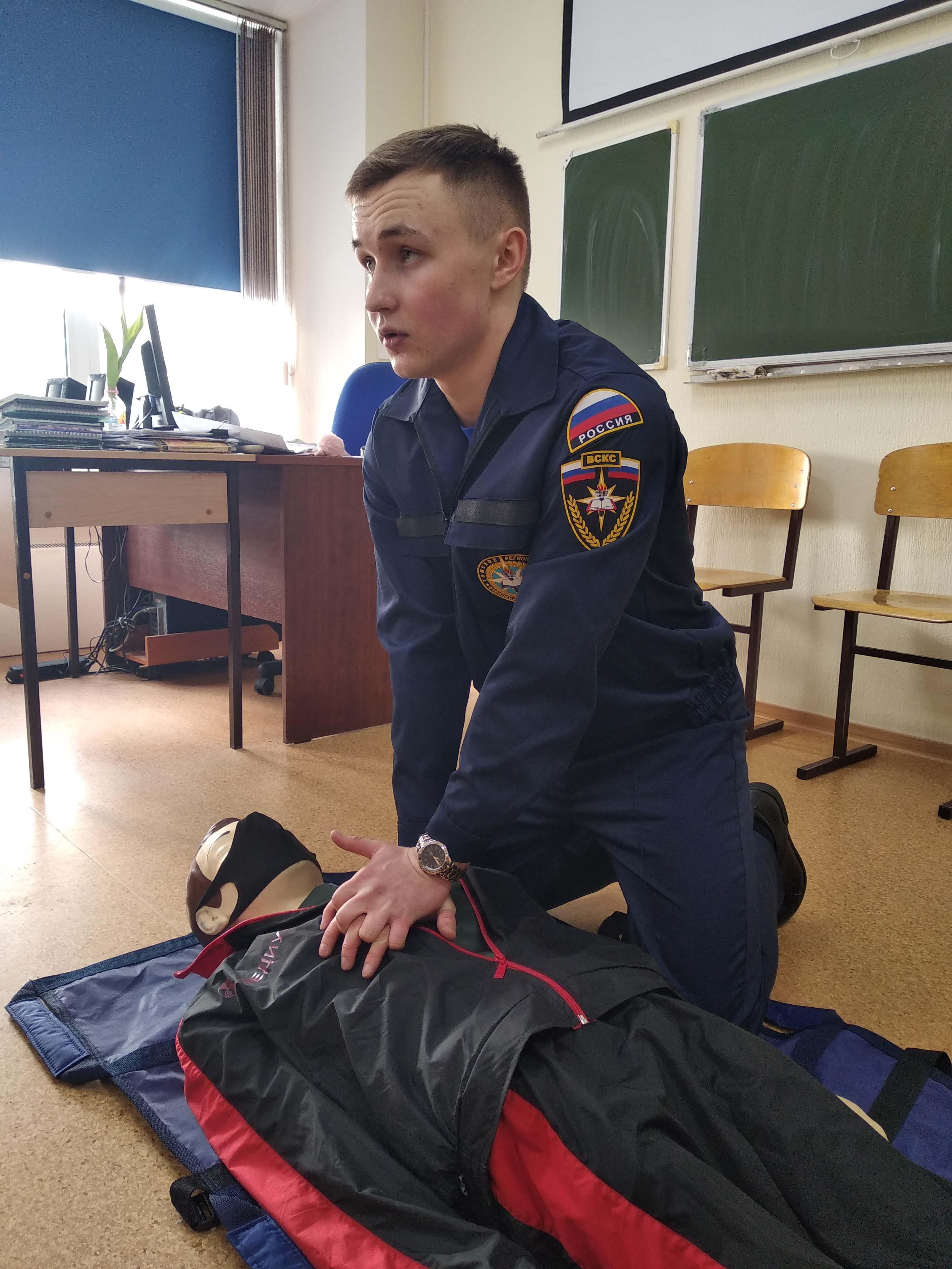 Soutěž v poskytování první pomoci pro zraněné na průmyslové a humanitární škole v Tomsku