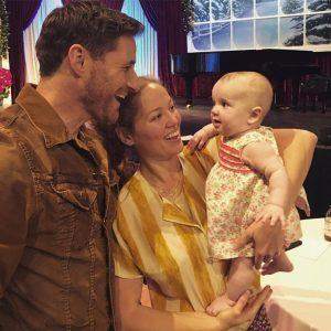 Americká herečka Erika Christensen s manželem a dítětem