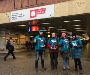 V úterý pražská skupina vyrazila do ulic Prahy rozdávat protidrogové brožurky. Řekni NE drogám - Řekni ANO životu