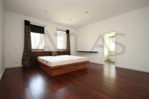 Pronájem luxusní vila 500 m2 s domkem pro hosty 7+1 Praha 6 - Dejvice, ul. V šáreckém údolí, ložnice