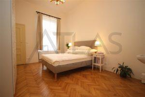 ložnice - Pronájem čerstvě zrekonstruovaného bytu 2+kk, 78m2 Praha 2 - Vinohrady, Korunní ulice