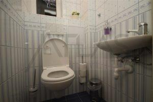 toaleta - Pronájem čerstvě zrekonstruovaného bytu 2+kk, 78m2 Praha 2 - Vinohrady, Korunní ulice
