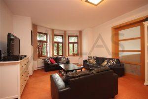 Pronájem zařízeného bytu ve vile 3+kk, 115 m2, Na Julisce, Praha 6 - Dejvice / obývací pokoj