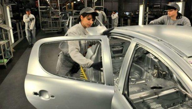 Trnavská automobilka nebude vyrábět ani ve středu