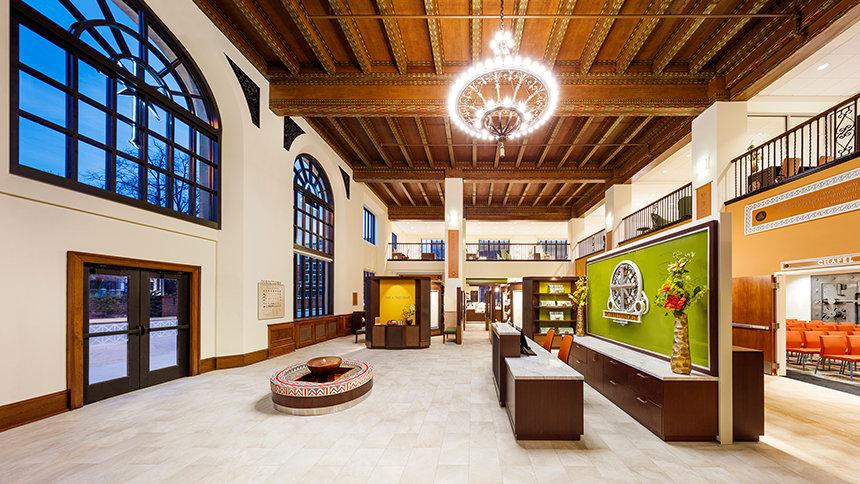 Vstupní prostory budovy ideální organizace Scientologické církve Kansas City, Missouri