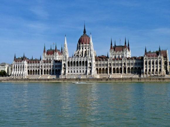 Národní symbol Maďarska – parlament Országház